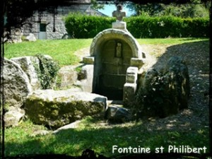 Fontaine antique. dans Fontaine pignon- Font-st-Philibert-300x225