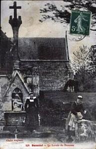 Belle gothique. dans Fontaine à gâbles- clohars-drennec-193x300
