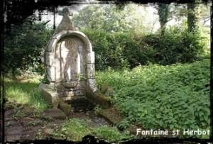 Entre bêtes... dans Fontaine surmontée d'une croix le-trevoux-st-herbot-300x203