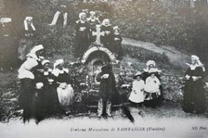 Fontaine au château. dans Fontaines sacrées- riec-st-leger-300x200