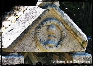 Bien entourée. dans Fontaine de dévotion catherine-300x215