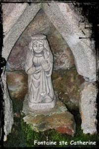 ste-catherine-200x300 dans Fontaine surmontée d'une croix