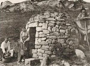 Sur l'île. dans Fontaines sacrées- carantec-calot-300x222