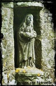 ploudaniel-ste-petronille-198x300 dans Fontaine monumentale-