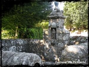 Pour la fièvre. dans Fontaine de guérison ploudaniel-ste-petronille1-300x225