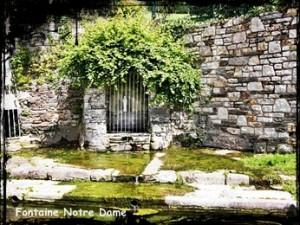 Les fontaines sacrées de Taulé. dans Fontaines sacrées- fontaine-dite-de-la-vierge-300x225