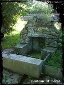 Tu es pierre. dans Fontaine de dévotion Guimaec-St-Pierre-02-225x300