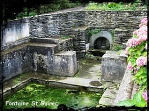 Femmes de marins. dans Fontaines sacrées et profanes- Loquirec-font-Saint-Guirec-300x225