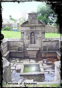 L'oeil de la fontaine. dans Fontaine de guérison Gouesnou-font-St-Gouesnou