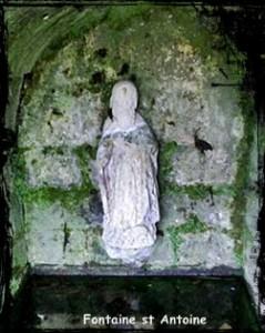 Droug Sant Anton. dans Fontaine de guérison Landeda-Antoine2-239x300