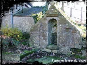Radio lavoir. dans Fontaine surmontée d'une croix lanrivoaré-lavoir-300x223