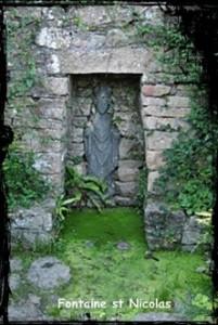 Saint Nicolas à l'étroit. dans Fontaines sacrées- Daoulas-st-nicolas-201x300