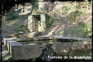 Pluie sainte. dans Fontaine de dévotion Hanvec-Madeleine2-300x200