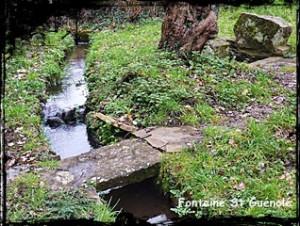 Au bord du ruisseau. dans Fontaine de dévotion Plougastel-D-St-Guénolé-300x226