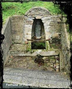 Pierre à laver.  dans Fontaines sacrées- Plougastel-Daoulas-Font-lavoir-St-Pierre