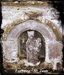 Jean et la Vierge. dans Fontaine de guérison Plougonvelin-fontaine-saint-jean