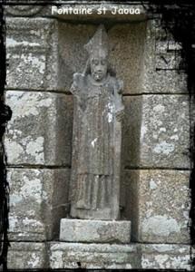 Plouvie-Saint-Jaoua-Statue-215x300 dans Fontaine pignon-