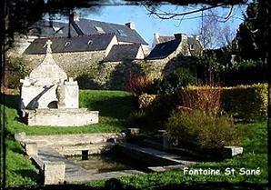 Au cloître de Sané.  dans Fontaine de dévotion Plouzane-font-St-Sane
