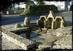 Trois pour une. dans Fontaine de dévotion Plouzane-font-de-la-Trinité.