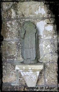 Un saint en cache un autre. dans Fontaine de guérison St-Léger-193x300
