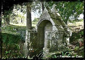 Feunteun ar Zant . dans Fontaine avec toit en bâtière- St-Nic-Feunteun-ar-Zant-