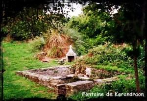 Au manoir. dans Fontaine de dévotion Mahalon-font-de-kerandraon-300x206