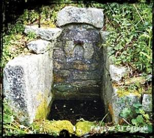 Guénolé sans chapelle. dans Fontaine de dévotion plogoff-fontaine-saint-guenole--300x270