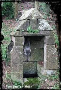 St Hubert et st Méen. dans Fontaine de guérison plouegat-moysan-st-meen1-203x300