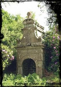 Belle châtelaine. dans Fontaines profanes- plouezoch-font-du-manoir-de-trodibon-210x300