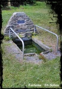 Une fontaine , deux lavoirs. dans Fontaine de dévotion font-st-suliau-209x300