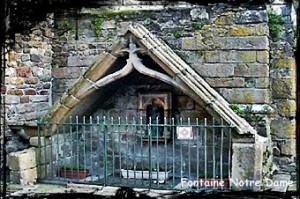 Fontaine Lenn-Ar-Gloar.   dans Fontaine à voûte- st-pol-de-leon-font-nd-de-gloire-300x199