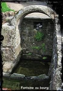 Belle et utile. dans Fontaine de dévotion st-thegonnec-font-207x300