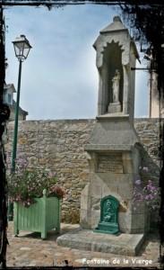La Vierge de Roscoff. dans Fontaine monumentale- font-vierge-183x300
