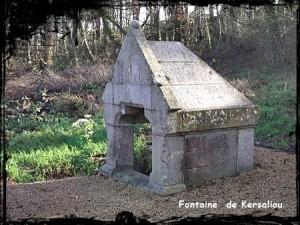 Châtelaine. dans Fontaine de dévotion kersaliou-fontaine-300x225