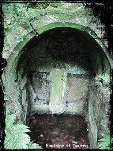 Chateauneuf du Faou font st Doureg Trinité